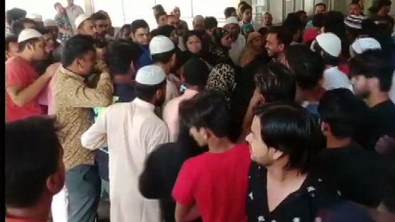 यूपी में गुंडाराज: मिठाई का डिब्बा लेकर दफ्तर में घुसे, नाम पूछा और बीएसपी नेता और भांजे को गोलियों से भून दिया