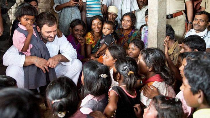 सरकारी मशीनरी के इस्तेमाल से अमेठी की दीवारों पर  दिख रहीं  स्मृति, लेकिन लोगों के दिलों में तो  राहुल ही हैं