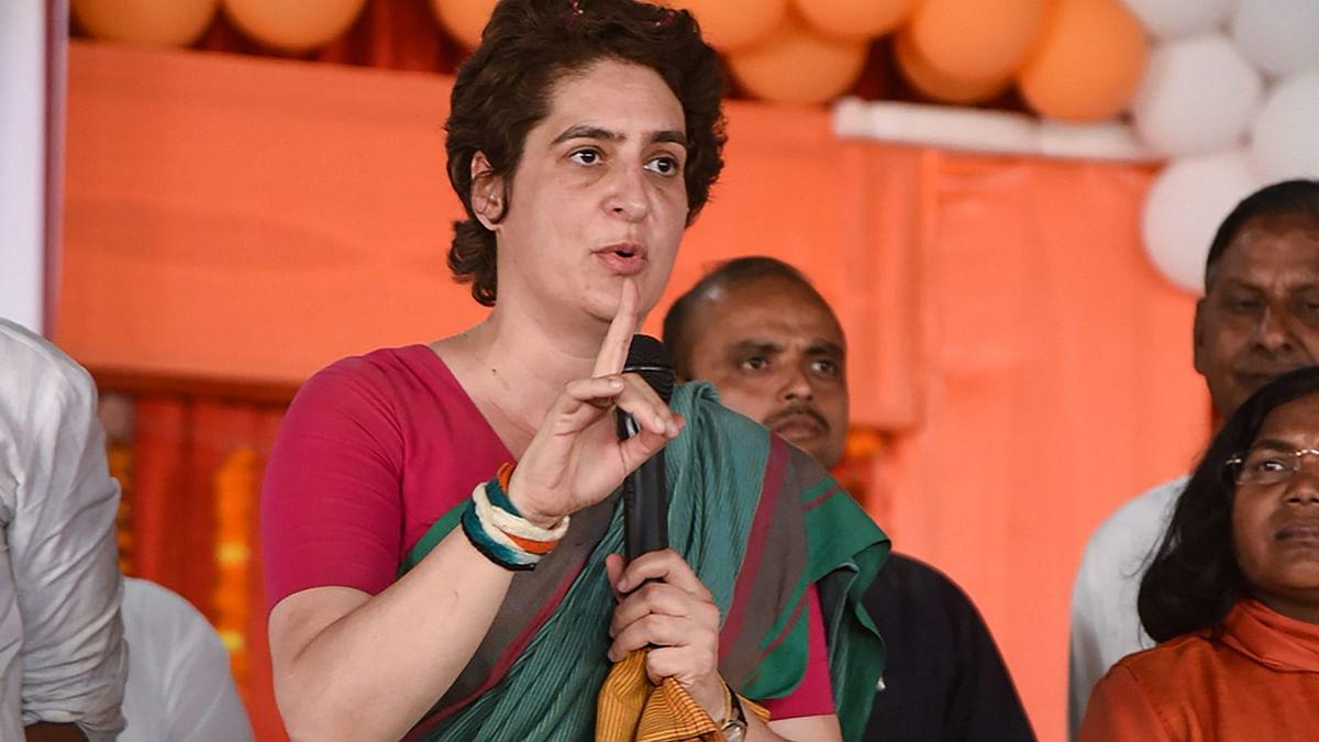 प्रियंका गांधी का बड़ा आरोप, वोट के लिए बीजेपी अमेठी में बांट रही हजारों रुपए