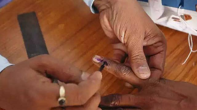 अंतिम चरण में आज 59 सीटों पर वोटिंग, पीएम मोदी समते कई मंत्रियों के किस्मत दांव पर
