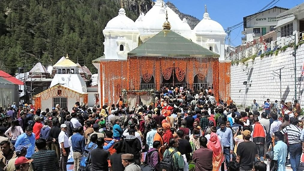 उत्तराखंड के गढ़वाल में चारधाम यात्रा शुरू,  बुधवार और गुरुवार को खुलेंगे बद्रीनाथ-केदारनाथ के कपाट