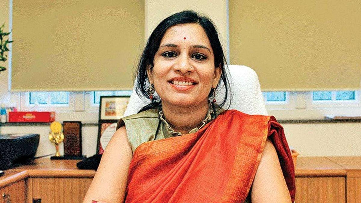 महात्मा गांधी पर टिप्पणी करने वाली आईएएस अधिकारी का तबादला, वापस मंत्रालय में भेजा