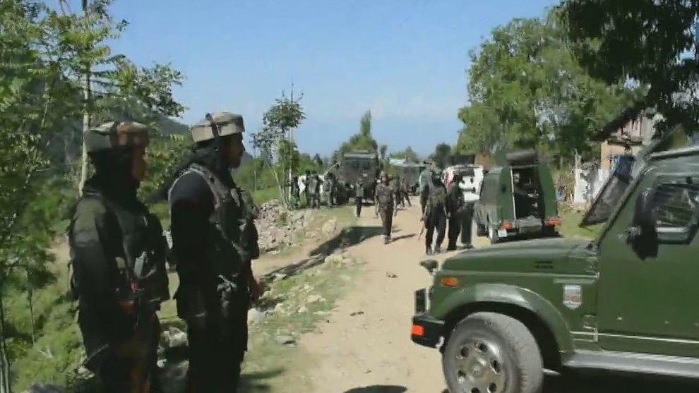 नवजीवन बुलेटिन: गृहमंत्री के दौरे से पहले पुलवामा में सुरक्षाबलों-आतंकियों  के बीच मुठभेड़, इस समय की 4 बड़ी खबरें