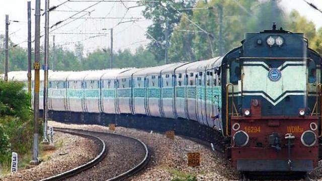रेल टिकट घोटाला: दलालों के बाद विभागीय कर्मियों को दबोचने में जुटी एसआईबी, ऐसे करते थे फर्जीवाड़ा