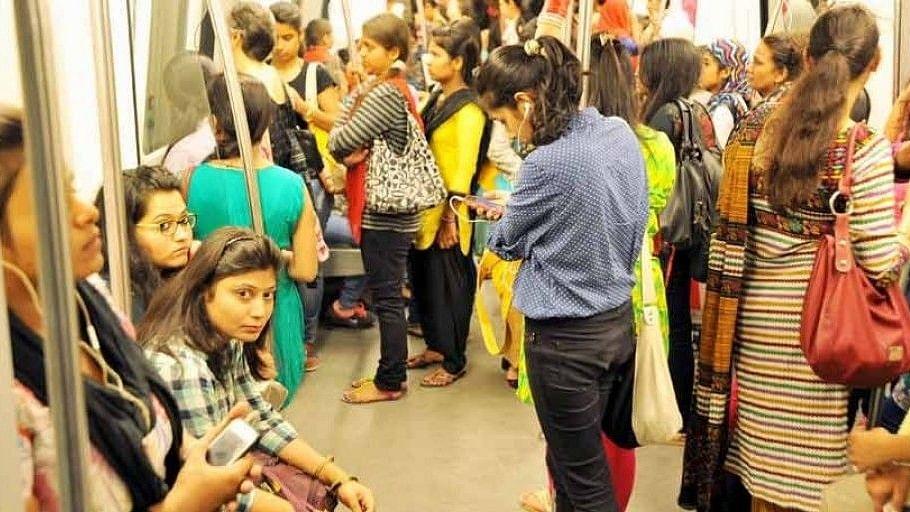 नवजीवन बुलेटिन: दिल्ली मेट्रो और डीटीसी बसों में महिलाओं को मुफ्त यात्रा की सौगात, इस समय की 4 बड़ी खबरें