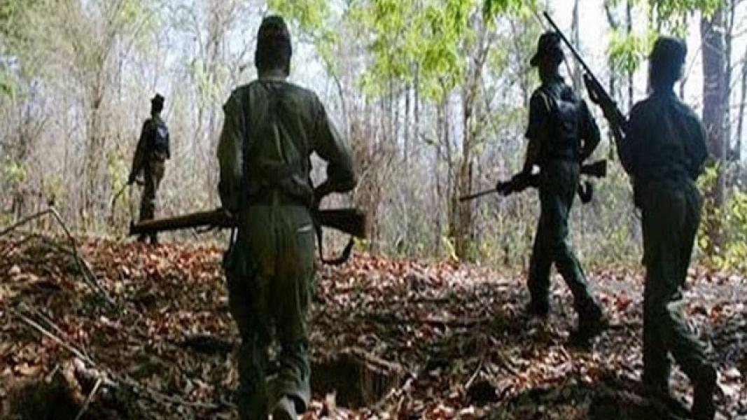 झारखंड में पुलिस की गाड़ी पर नक्सली हमला, 5 जवान शहीद