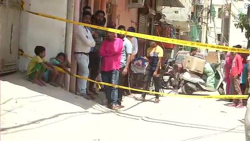 दिल्ली में दिल दहलाने वाली वारदात, टीचर ने अपनी पत्नी और तीन मासूम बच्चों को मारा डाला