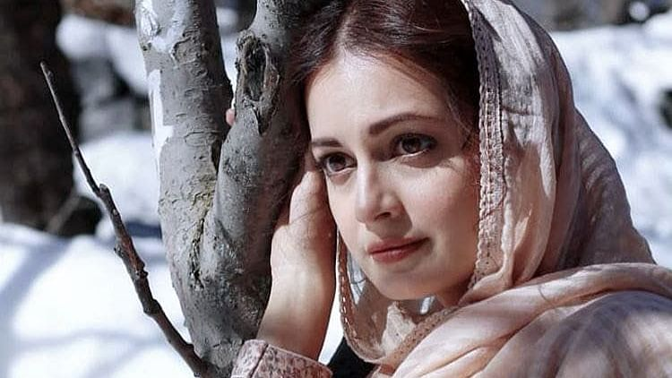 सिनेजीवन: 'जी 5' की वेब सीरीज में दिखेंगी दिया मिर्जा और फिल्म के सैट पर आलिया-रणबीर ने की जमकर मस्ती, तस्वीरें वायरल