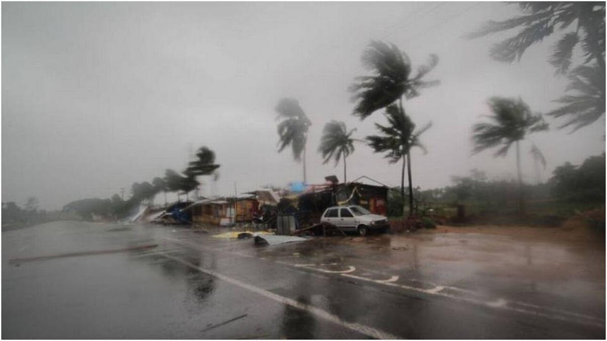 'वायु' तूफान की महाराष्ट्र में दस्तक, गुजरात पहुंचने से पहले मचा हड़कंप, तस्वीरों में देखें तैयारी