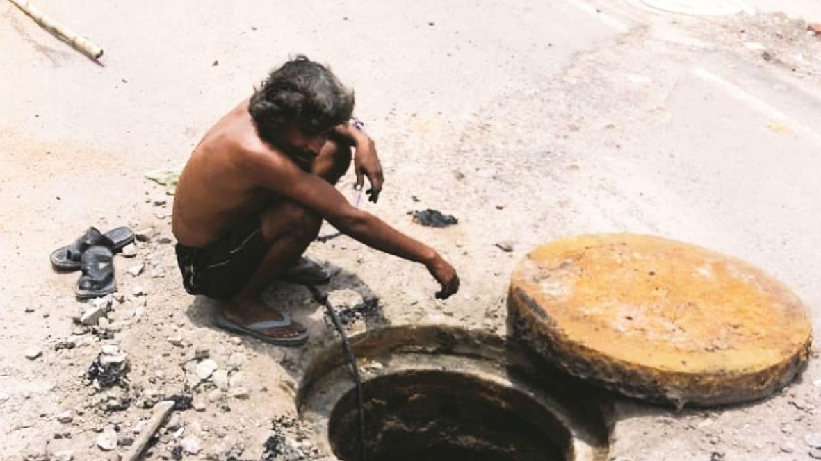 गुजरात के वडोदरा में बड़ा हादसा, सीवर की सफाई करने उतरे 7 मजदूरों की जहरीली गैस से मौत