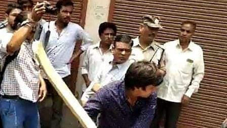 नवजीवन बुलेटिन: बीजेपी महासचिव कैलाश विजयवर्गीय के विधायक बेटे की गुंडागर्दी, इस समय की 4 बड़ी खबरें