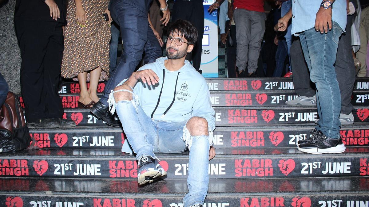 'कबीर सिंह' ने तोड़े कमाई के कई रिकार्ड, इस फिल्म में आमिर संग नजर आएंगी करीना और  सलमान ने पूल में लगाया बैक फ्लिप