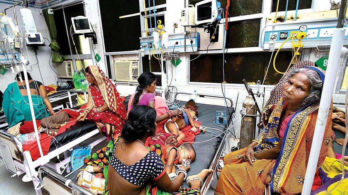 बिहार में 15 दिन में चमकी बुखार से 152 बच्चों की मौत के बाद भी असहाय नजर आ रही है नीतीश सरकार