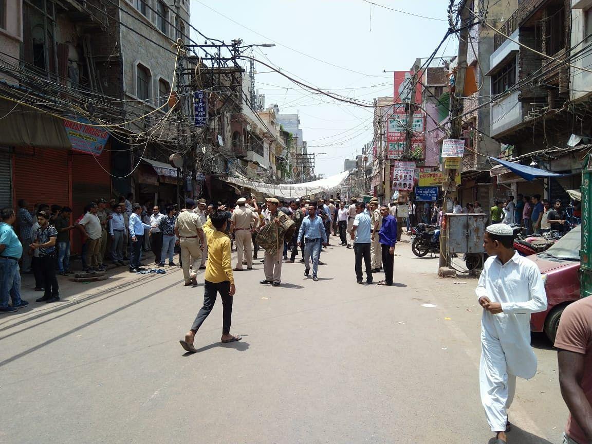 मामूली झगड़े ने पुरानी दिल्ली में लिया सांप्रदायिक रंग, दो समुदायों में झड़प के बाद इलाके में भारी पुलिस बल तैनात
