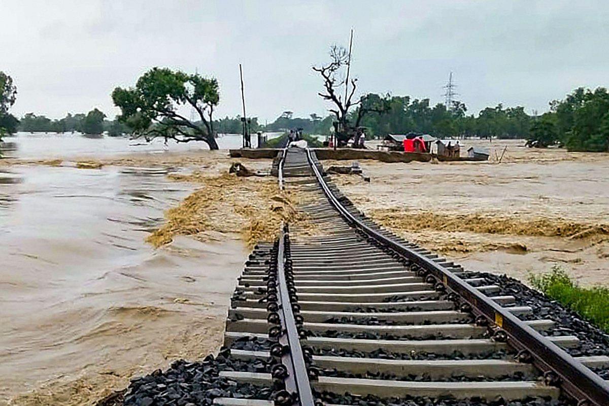 बिहार में बाढ़ से भारी तबाही, अब तक 33 लोगों की गई जान, ये इलाके सबसे ज्यादा प्रभावित