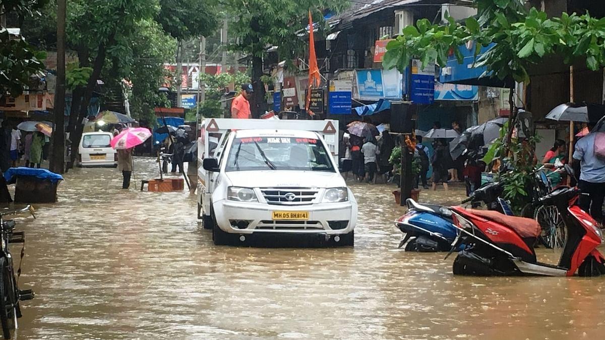 मुंबई में भारी बारिश से 4 की मौत, लगातार चौथे दिन बेहाल रही आर्थिक राजधानी