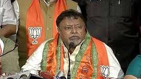 कोलकाता: बीजेपी नेता मुकुल रॉय के खिलाफ गिरफ्तारी वारंट जारी, बड़ा बाज़ार में 80 लाख रुपए का मामला