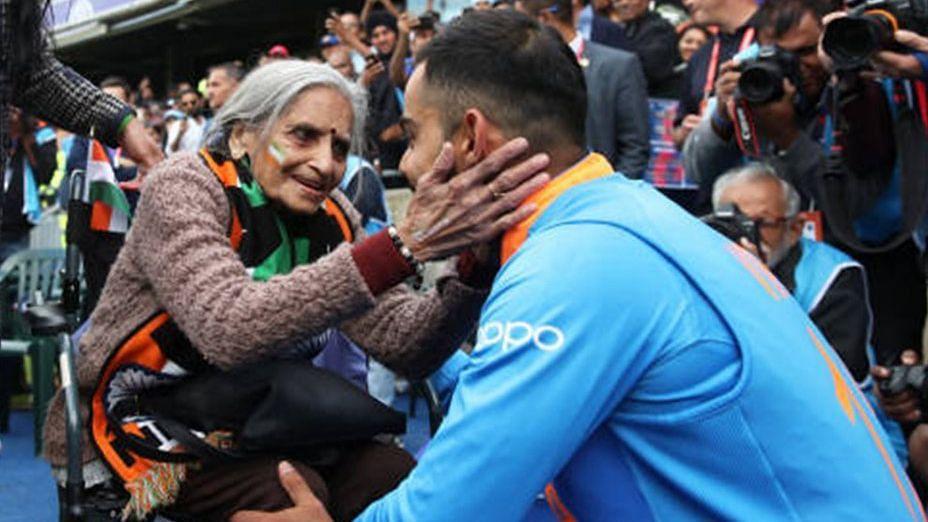 भारत ने बांग्लादेश  से जीता मैच और 87 साल की टीम इंडिया की इस फैन ने दिल, विराट और रोहित ने मिलकर लगाया गले