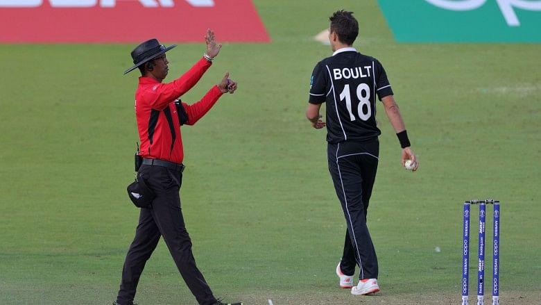 वर्ल्ड कप के फाइनल में इंग्लैंड को ओवर थ्रो के 6 रन देने के एंपायर धर्मसेना के फैसले को आईसीसी ने सही ठहराया