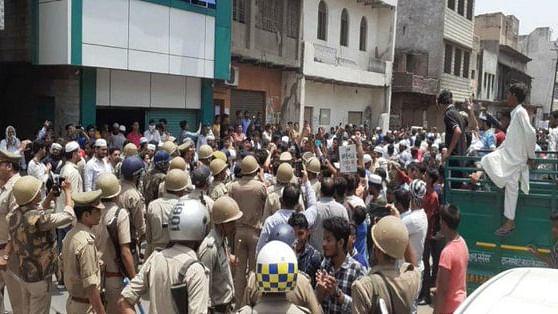 झारखंड मॉब लिंचिंग के विरोध में मेरठ के बाद आगरा में भी बवाल, पथराव के बाद पुलिस ने किया लाठीचार्ज