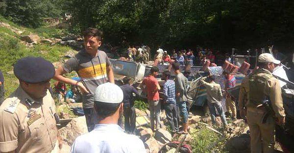 जम्मू कश्मीर:  किश्तवाड़ में बड़ा सड़क हादसा, खाई में बस गिरने से 35 लोगों की मौत, कई लोग घायल