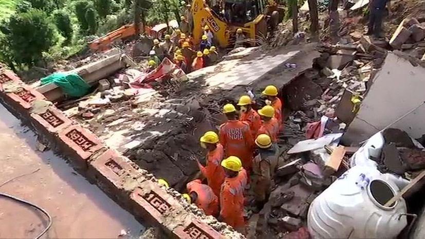 हिमाचल: इमारत ढहने के बाद कुमारहट्टी में दूसरे दिन रेस्क्यू ऑपरेशन, अब तक 12 जवानों समेत 13 लोगों के शव बरामद