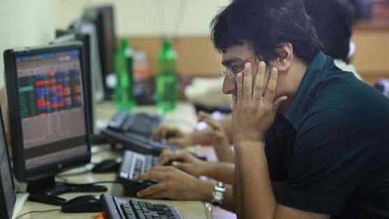बाजार को पंसद नहीं आया मोदी सरकार का बजट, लाल हुआ शेयर बाजार