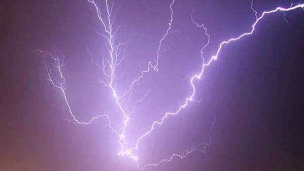 बड़ी खबर LIVE: यूपी के इन जिलों में आसमानी बिजली ने बरपाया कहर, 35 लोगों की मौत, सरकार ने किया मुआवजे का ऐलान