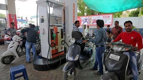 बजट 2019: मोदी सरकार का बजट पेश, अब महंगाई के लिए हो जाइए तैयार, कल से 2 रुपए महंगे हो जाएंगे पेट्रोल-डीजल