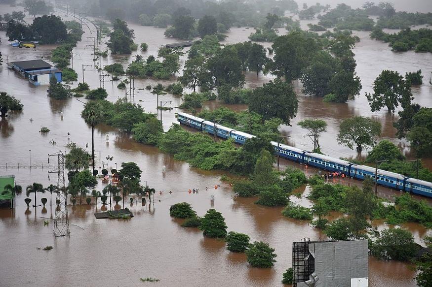 सावधान मुंबई! आज भी भारी बारिश का अलर्ट, कल महालक्ष्मी एक्सप्रेस में फंस गए थे हजार से ज्यादा यात्री