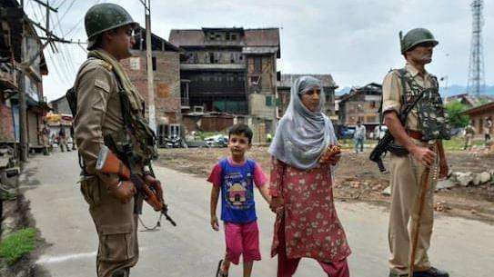 जम्मू-कश्मीर में स्कूल-कॉलेज और सरकारी दफ्तर  खुले, जानिए घाटी के किन-किन इलाकों में सेवाएं हुई बहाल