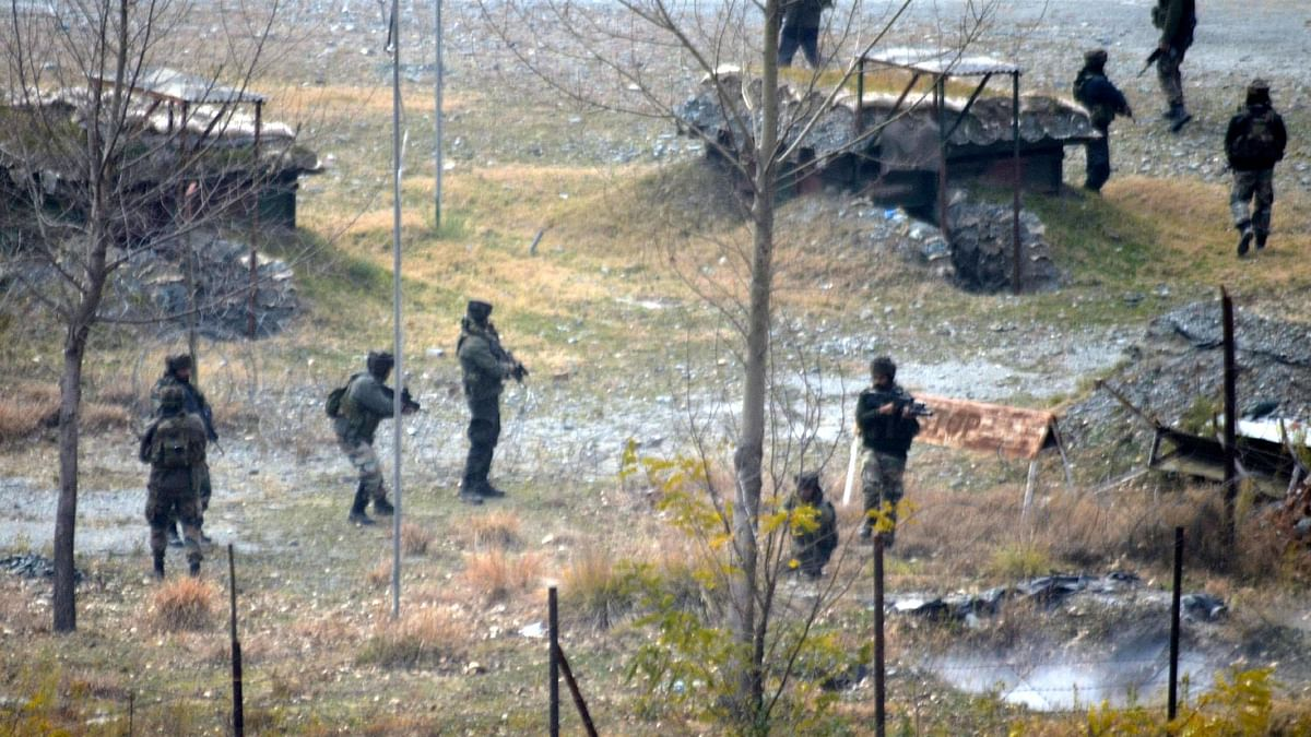 पाक अधिकृत कश्मीर में दर्जन भर आतंकी शिविर फिर सक्रिय, इमरान खान ने दी थी पुलवामा जैसे हमले की धमकी