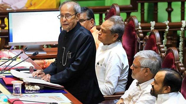 प्रचंड बहुमत से सत्ता में आने वाले  दल न भूलें, आधे से ज्यादा वोटरों ने नहीं किया है उनका समर्थन: प्रणब मुखर्जी