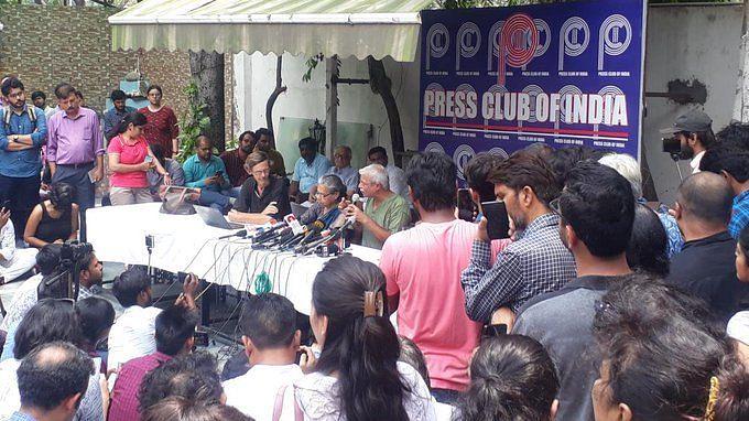कश्मीर से लौटे मानवाधिकार कार्यकर्ताओं का दावा, पूरी तरह से सैन्य कैद में है घाटी