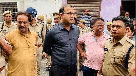 सहारनपुर: गाय का गोबर नही हटाया तो पत्रकार और उसके भाई को गोलियों से भून डाला