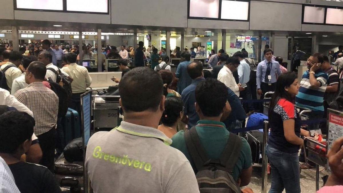 जम्मू-कश्मीर में खौफ का माहौल, विदेशी पर्यटकों को भी जगह छोड़ने की सलाह, एयरपोर्ट पर अफरा-तफरी