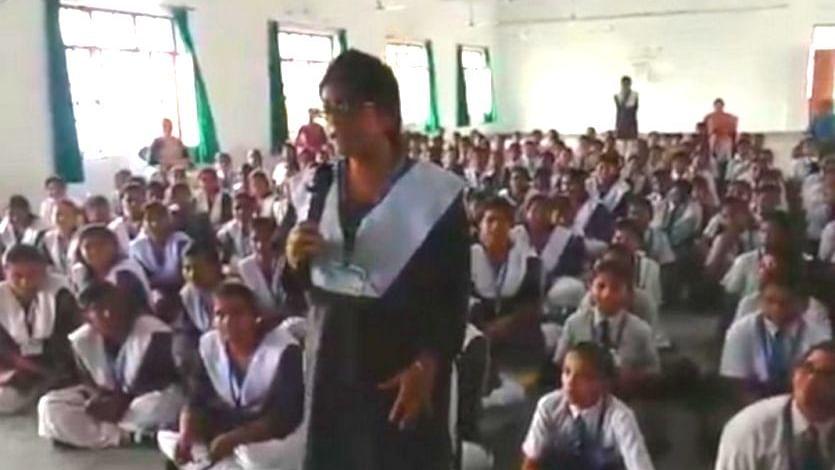 उन्नाव केस से जुड़ा सवाल पुलिस से पूछने वाली छात्रा का परिवार खौफ में, स्कूल भेजना किया बंद