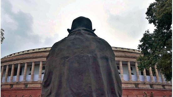 आज लड़ाई भी सामने है और बापू का हथियार भी, पूछने की जरूरत नहीं  गांधी-आंबेडकर होते तो क्या कहते...