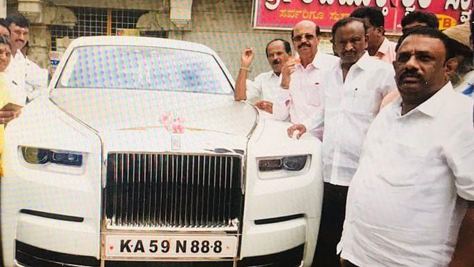 कर्नाटक के इस बागी विधायक ने खरीदी 11 करोड़ की कार, बीजेपी की सरकार बनवाने का मिला इनाम?