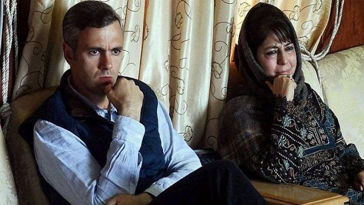 जम्मू-कश्मीर में धारा 370 हटाने का विरोध करने पर उमर अब्दुल्ला और  महबूबा मुफ्ती पर देशद्रोह का केस दर्ज