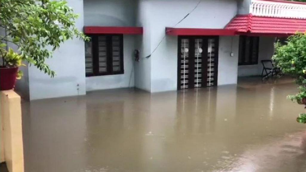 नवजीवन बुलेटिन: जम्मू-कश्मीर में सामान्य होते हालत और केरल, कर्नाटक समेत कई राज्यों में बारिश का कहर जारी। इस घंटे के बड़ी खबरें
