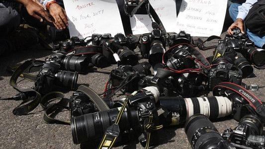आज सिर्फ सेंसरशिप नहीं है, मीडिया और लोकतंत्र का गला घोंटा जा रहा है