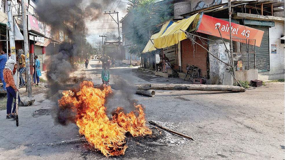 खरी-खरीः निःसंदेह एक मानव त्रासदी है कश्मीर, जितने भी आंसू बहाए जाएं कम हैं