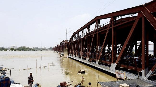 अब डरा रही है यमुना, दिल्ली-नोएडा पर मंडराया बाढ़ का खतरा, 14 हजार लोगों को  पहुंचाया गया सुरक्षित