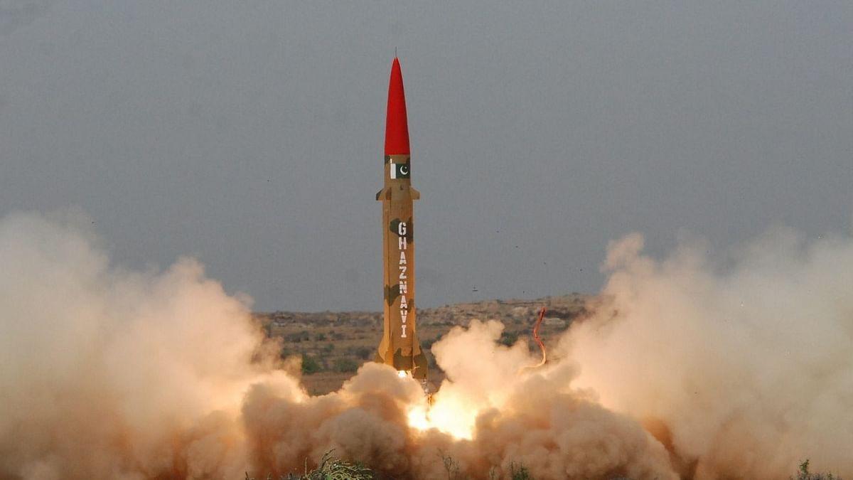 कश्मीर पर करारी हार के बाद युद्ध की तैयारी कर रहा पाकिस्तान? आज करेगा 'गजनवी' मिसाइल का परीक्षण