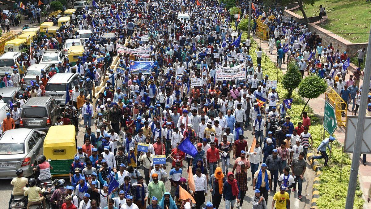 दिल्ली में रविदास मंदिर ढाने के खिलाफ दलितों में उबाल, पंजाब के बाद अब राजधानी में  भीम आर्मी ने किया प्रदर्शन