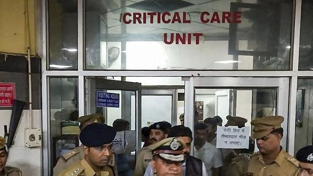 बड़ी खबर LIVE: उन्नाव रेप पीड़िता को नहीं भेजा जाएगा  दिल्ली, सुप्रीम कोर्ट के आदेश पर सरकार ने सौंपा 25 लाख का चेक