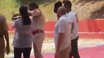 शूटिंग-रेंज में गोलियां बेटी ने दागीं, दिल्ली पुलिस में इंस्पेक्टर पापा हो गए निलंबित