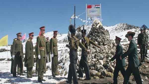 पैंगोंग झील के पास भारत-चीन के सैनिकों में धक्का-मुक्की, दोनों देशों ने इलाके में बढ़ाई सैनिकों की संख्या