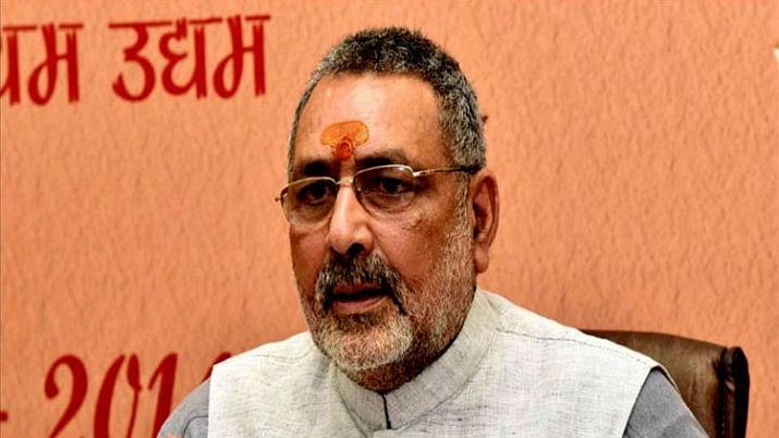 मोदी के मंत्री गिरिराज सिंह बोले- देश में लगाएंगे गाय की फैक्ट्री, अब सिर्फ बछिया होंगी पैदा